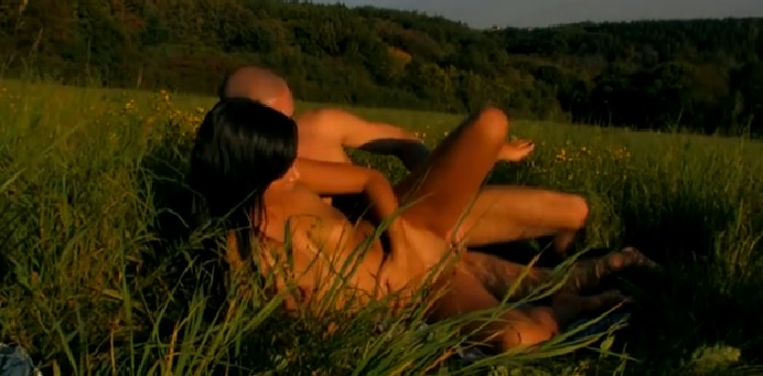 Amateur Young Brunette Cunt Gets Fucked Outdoors in the Grass