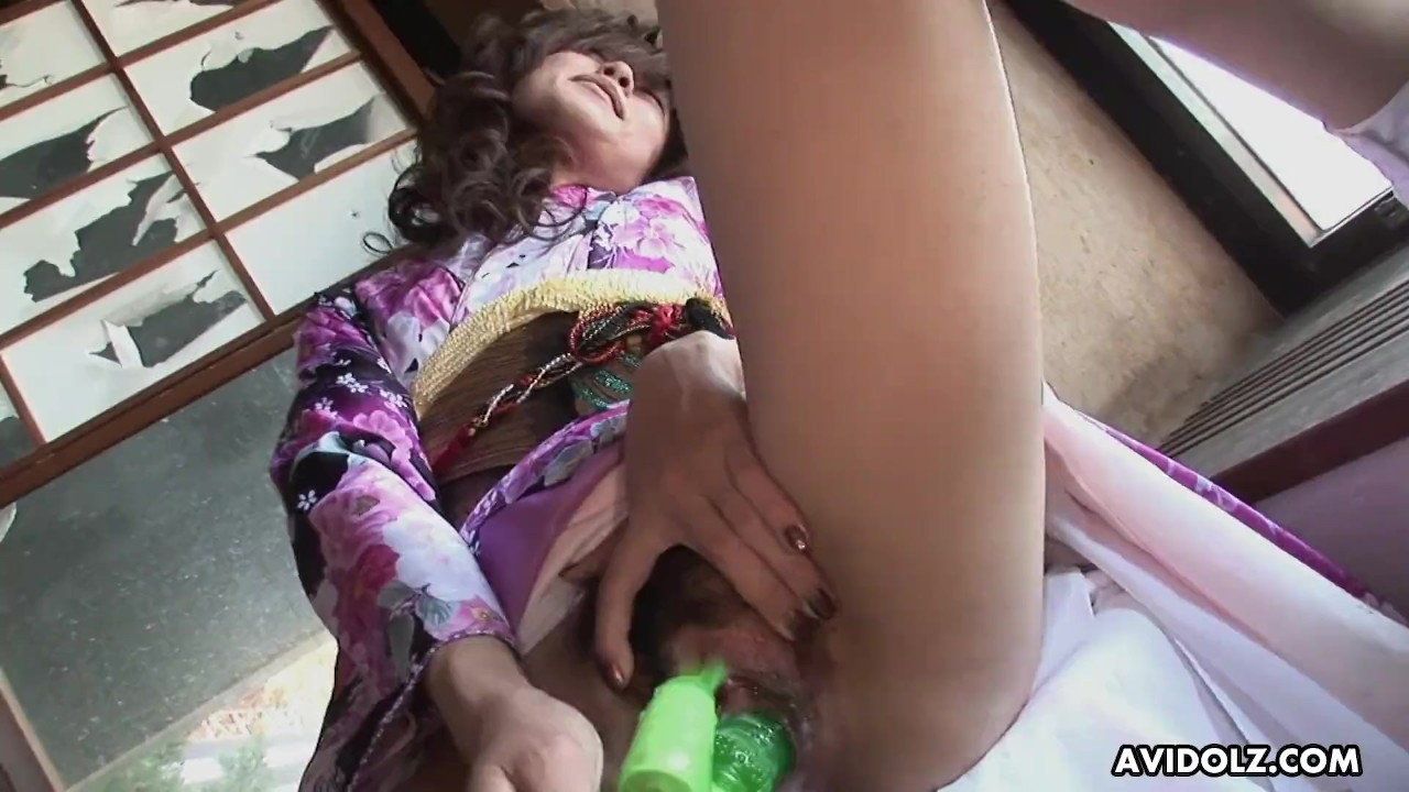 Marvelous Babes fuck : Asian slut pokes her soaking wet pussy with a toy