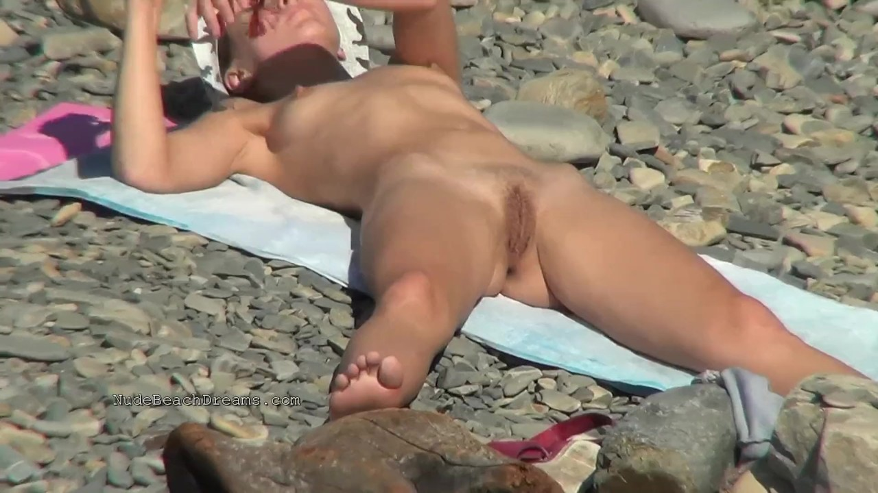 Fantastic Babes sex : Spy naked girls at the beach shore