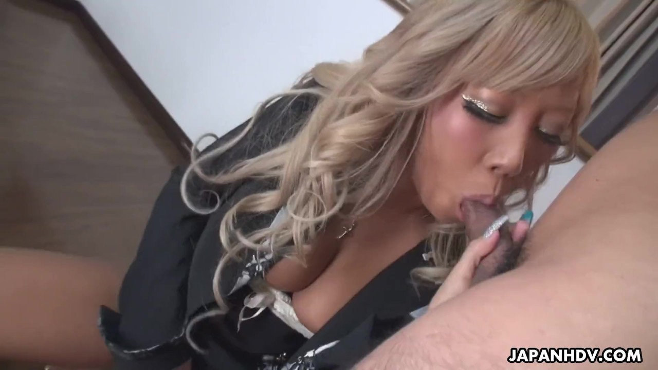 Surprising Teen Babe fuck : Blonde Japanese gal Runa sits on her submissive boyfriends face