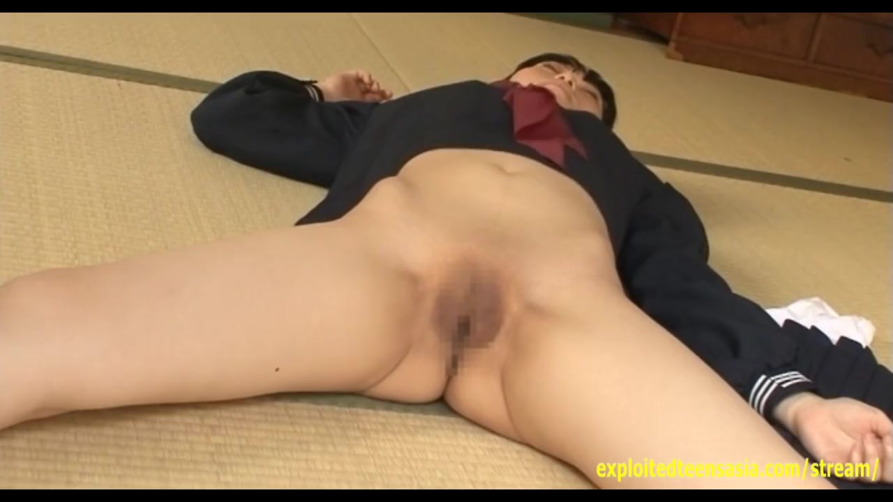 Surprising Babe fucking : Manami Hashimoto Gravure Teen Teases Pulling Her Pussy Open And Spreading