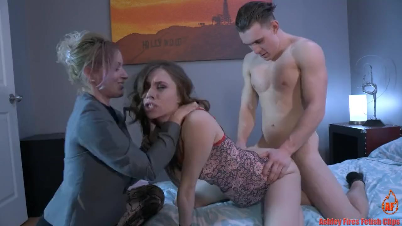 Superb Teen Babe : Mommy And Brother House Rules