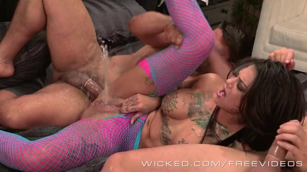 Superb Anal Hole porn : Wicked – Bonnie Rotten gets Dped