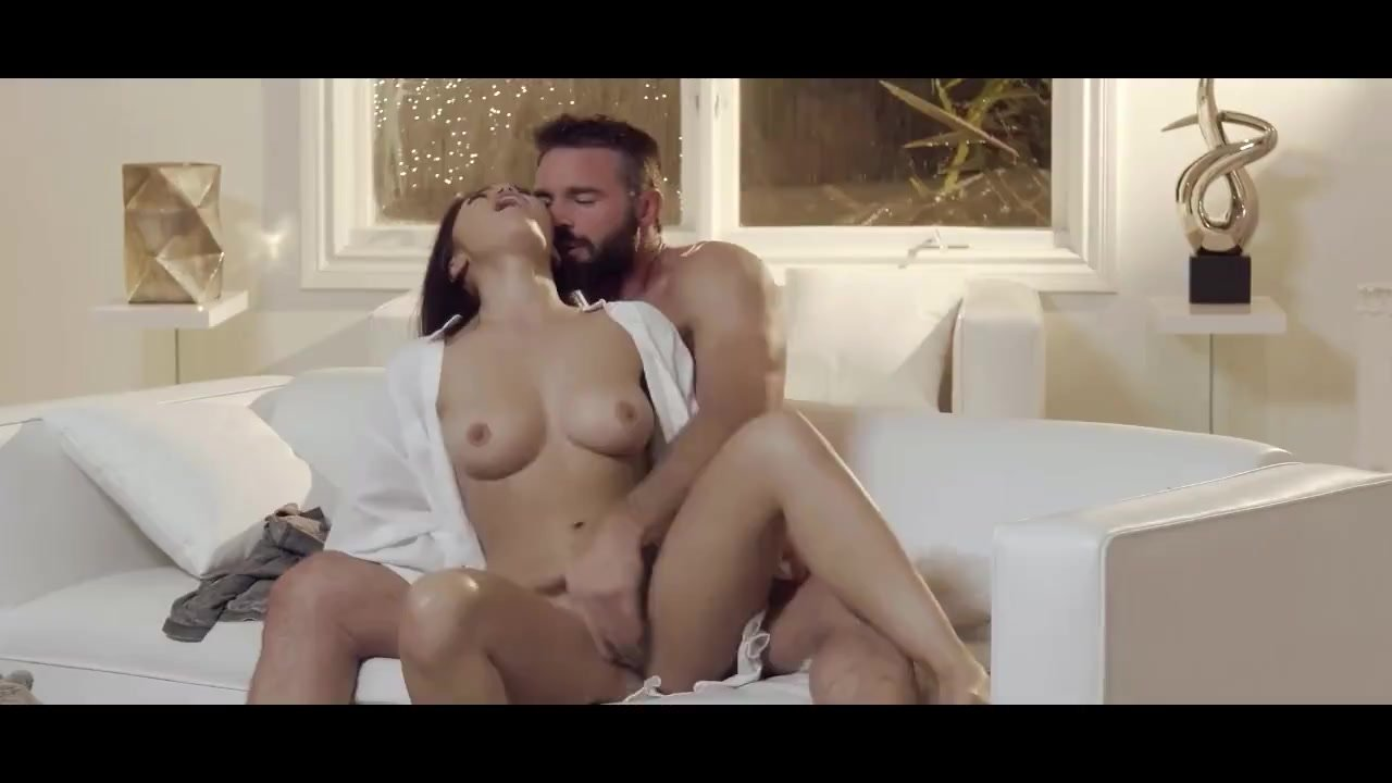 Terrific Ass Hole fuck : Striking hot babe gets her hairy pussy nailed during the storm