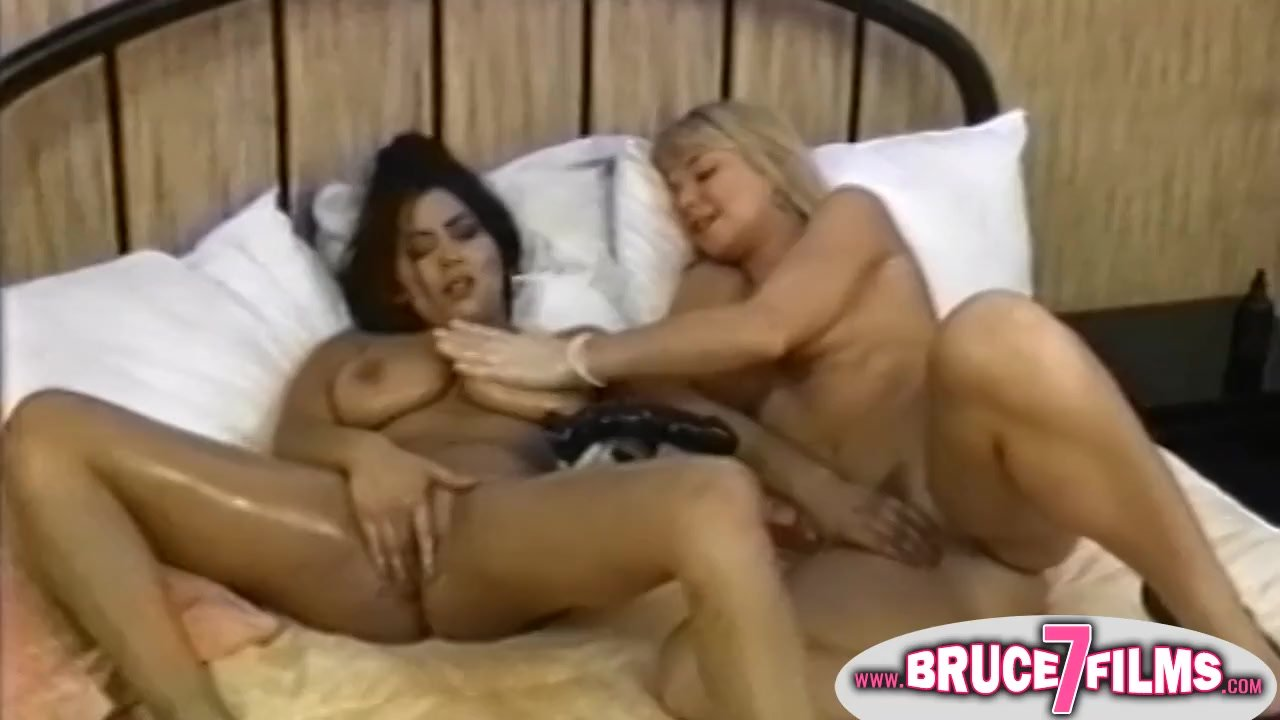 Outstanding Teens fucking : Busty retro lesbian toyed